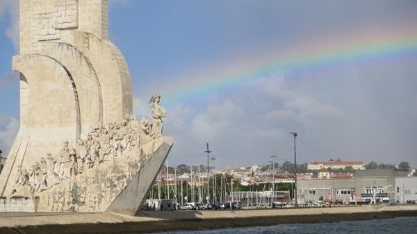 Hafenrundfahrt Lissabon Portugal Denkmal der Entdecker Regenbogen