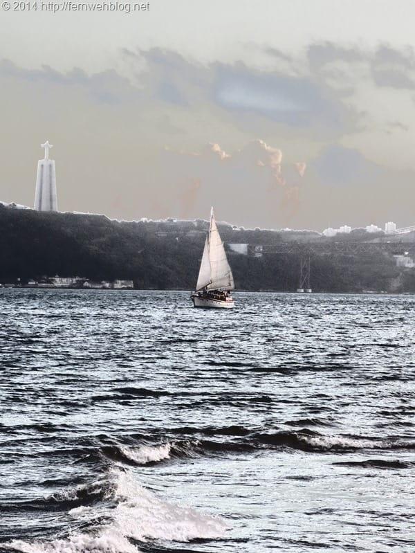 Hafenrundfahrt Lissabon Segelboot Tejo Cristo Rei Statue negativ