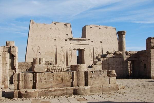 Horus Tempel von Edfu Pylon Ägypten Nil Nilkreuzfahrt