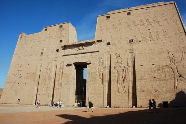 Horus Tempel von Edfu großer Pylon Ägypten Nil Nilkreuzfahrt