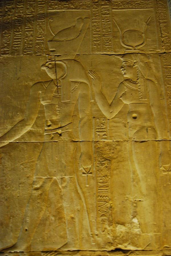 Horus Tempel von Edfu Horus und Isis Relief Ägypten