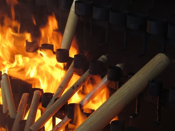 Wallfahrtsort Fatima Portugal Kerzen im Flammenmeer
