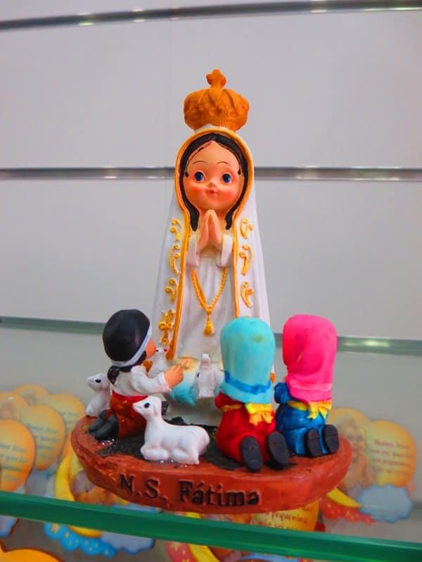 Wallfahrtsort Fatima Portugal kitschige Heilige Jungfrau Maria Marienerscheinung Andenkenladen