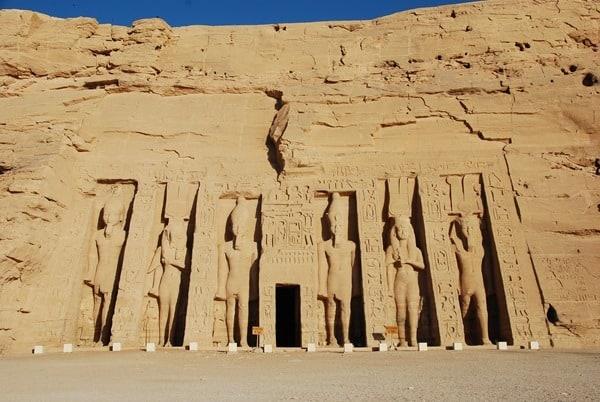 Allein in Abu Simbel Hathor Tempel Ägypten Nilkreuzfahrt