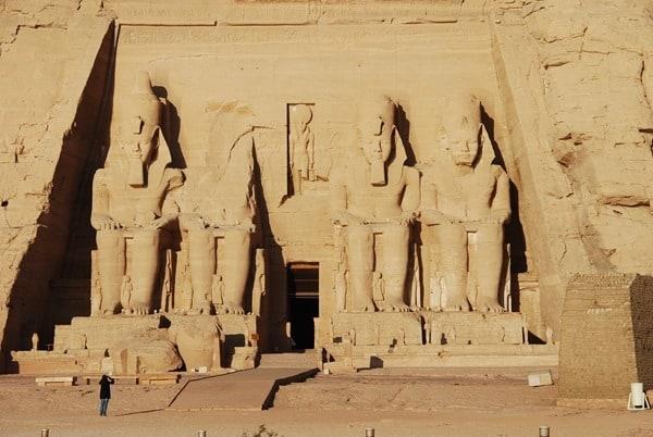 Tourist Abu Simbel Hathor Tempel Ägypten Urlaub Nilkreuzfahrt