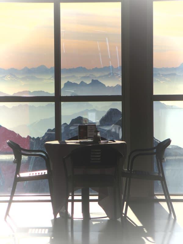 02_Zugspitze-Restaurant-leer