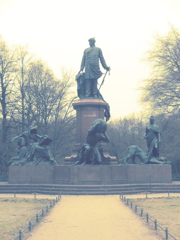 05_Fuerst-Otto-von-Bismarck-Statue-Berlin
