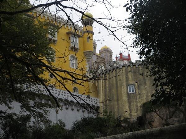 06_Erster-Blick-auf-den-Palacio-Nacional-da-Pena-Sintra-Lissabon-Portugal