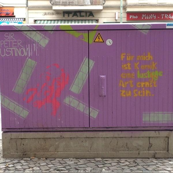 12_Streetart-Berlin-Zitat-Sir-Peter-Ustinov