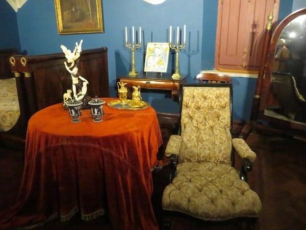 17_Schlafzimmer-eines-Ministers-im-Palast-Palacio-Nacional-da-Pena-Sintra-Lissabon-Portugal