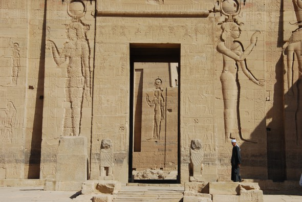 00 Pylon Isis Tempel von Philae Assuan Aegypten Nilkreuzfahrt 590x395 1