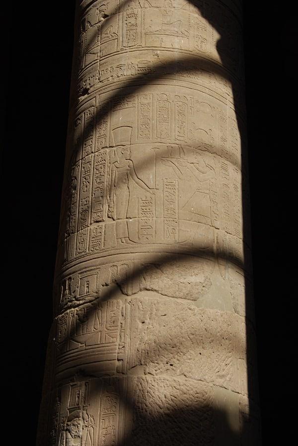 13_Saeule-Innenhof-Tempel-von-Philae-Assuan-Aegypten-Nilkreuzfahrt