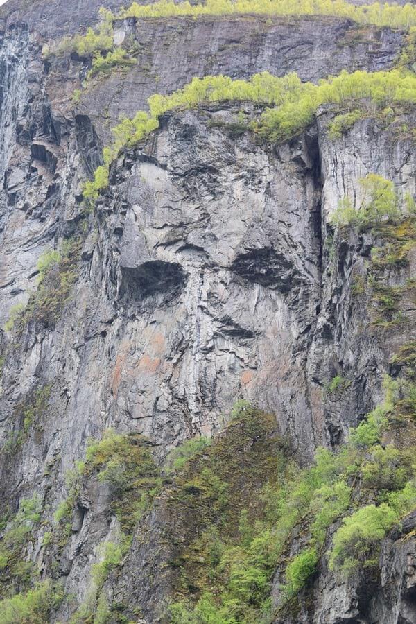 Geirangerfjord Nordland-Kreuzfahrt Felsengesicht Totenkopf Fjord Norwegen