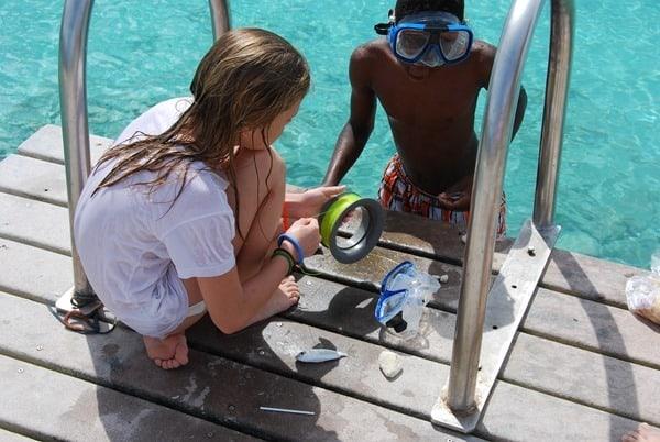10_Kinder-Badespass-am-Strand-Playa-Porto-Mari-Beach-Curacao-Karibik-Meer