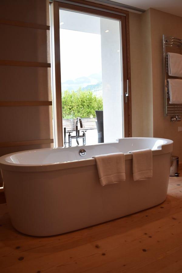 11_Badewanne-Master-Suite-Penthouse-Kempinski-Hotel-Das-Tirol-Kitzbuehel