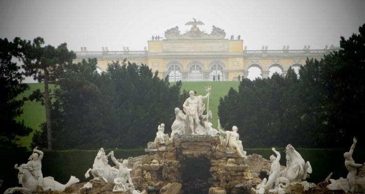 00 Neptunbrunnen Gloriette Schloss Schoenbrunn Wien Oesterreich