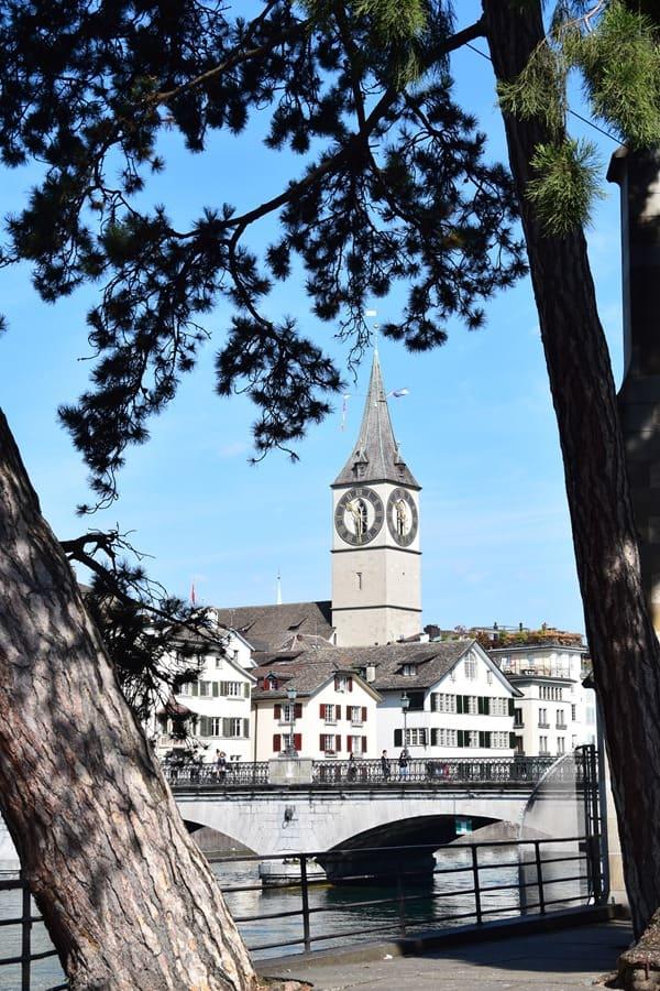 Zürich Sehenswürdigkeiten Schweiz Kirche St. Peter Limmat