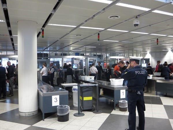 Sicherheitskontrolle-Flughafen
