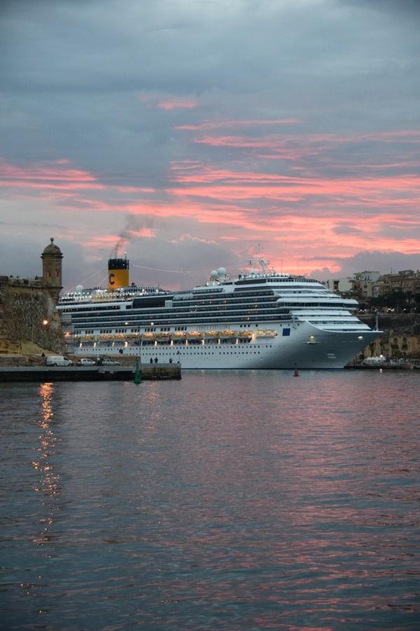 Malta Valletta Urlaub Sehenswürdigkeiten Tipps Sonnenuntergang Waterfront Kreuzfahrthafen Costa Favolosa