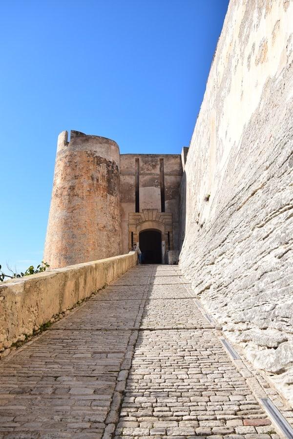 Bonifacio Korsika Weg in die Festung Zitadelle Porte de Genes Frankreich