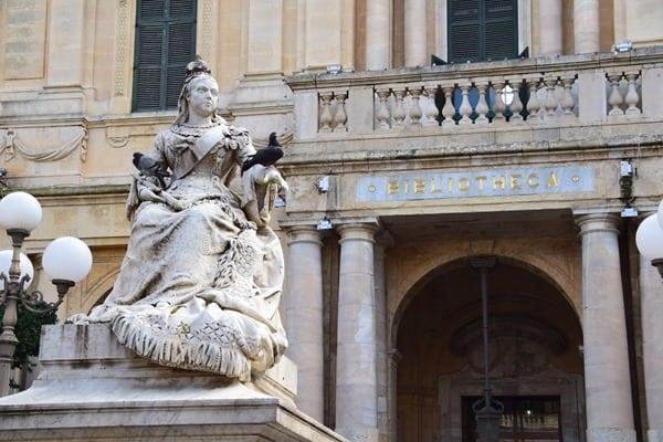 Malta Valletta Urlaub Sehenswürdigkeiten Tipps Republic Square Piazza Regina