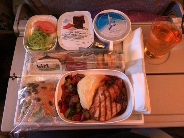 05_Abendessen-Emirates-Airbus-A380-Dubai