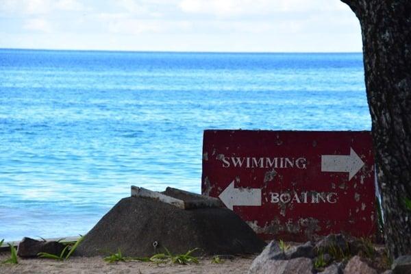 14_Zugang-zum-Strand-Beau-Vallon-Mahe-Seychellen