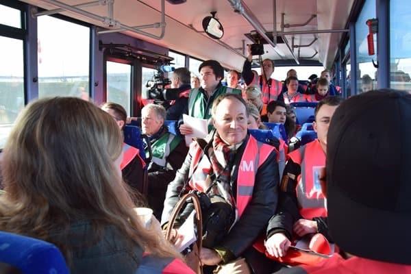 04_Probebetrieb-Satellit-Terminal-2-Flughafen-Muenchen-Journalisten-Bus