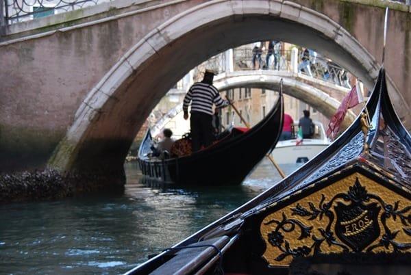 Flitterwochen wohin Venedig Hochzeitsreise günstig romantische Gondelfahrt Italien