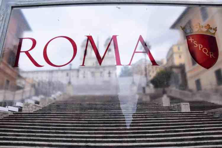 00_Spanische-Treppe-hinter-Glas-Rom-Italien