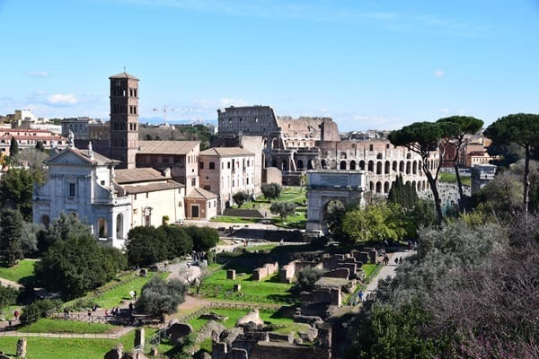 10_Forum-Romanum-Kolosseum-Rom-Italien