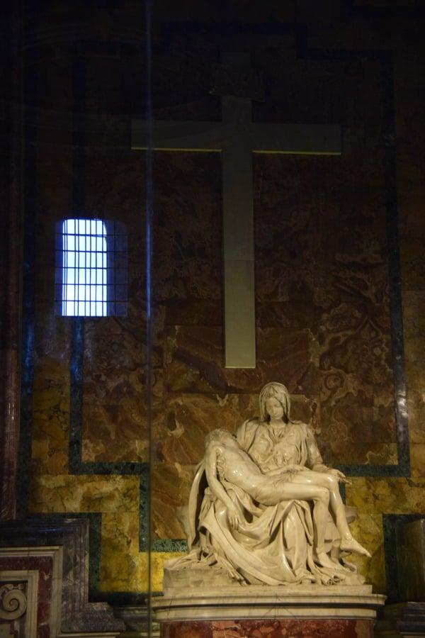25_Pieta-von-Michelangelo-Petersdom-Vatikan-Rom-Italien