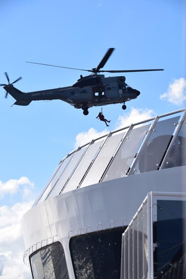22_Seetag-MSC-Preziosa-Hubschraubereinsatz-franzoesiche-Armee-medizinischer-Notfall-Strasse-von-Bonifacio