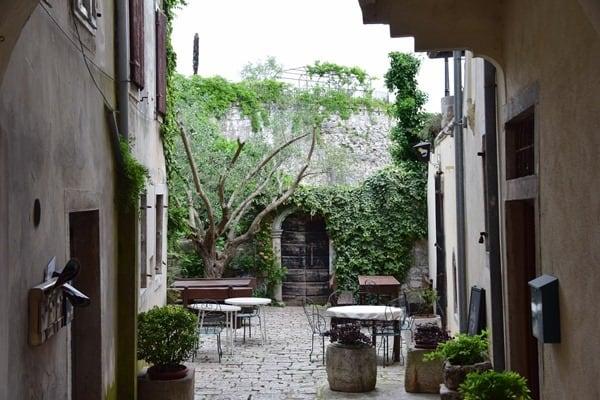Porec Kroatien Hinterhof Altstadt Istrien