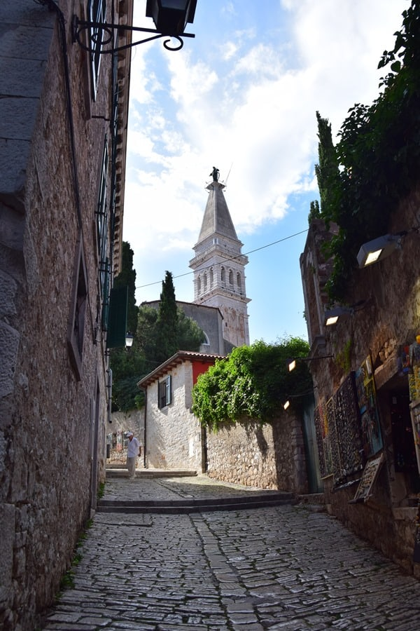 08_leere-Einkaufsstrasse-Grisia-Rovinj-Istrien-Kroatien