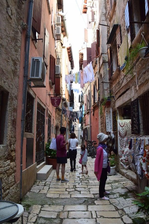 10_Shoppingmeile-Einkaufsstrasse-Grisia-Rovinj-Istrien-Kroatien