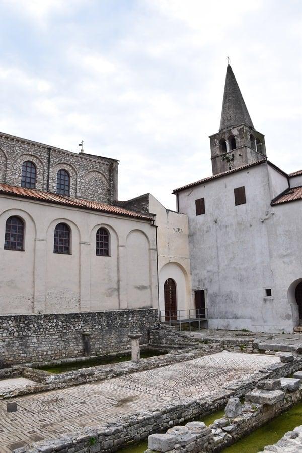 Porec Kroatien Innenhof Euphrasius Basilika Istrien