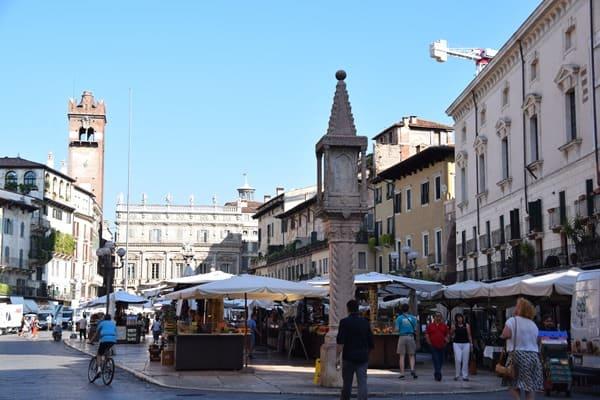 Verona Sehenswürdigkeiten Piazza delle Erbe Markt Italien