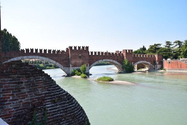 Verona Sehenswürdigkeiten Brücke Ponte di Castelvecchio Ponte Scaligero Etsch Adige Italien