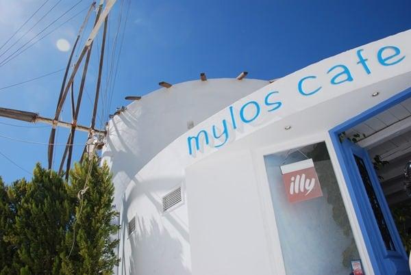 Cafe Mylos Thira Fira Santorini Urlaub Kreuzfahrt Sehenswürdigkeiten Kykladen Griechenland