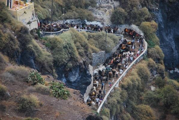 Ankunft Kreuzfahrtschiffe Esel treppen Thira Fira Santorini Urlaub Kreuzfahrt Sehenswürdigkeiten Kykladen Griechenland