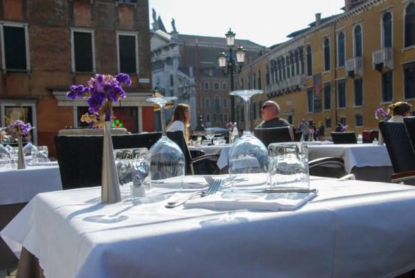 Venedig Gedeck gedeckter Tisch Restaurant Pizzeria Trattoria Osteria Italien