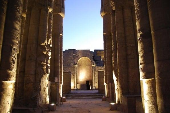 Nilkreuzfahrt Abends Luxor Tempel Nil Ägypten Urlaub