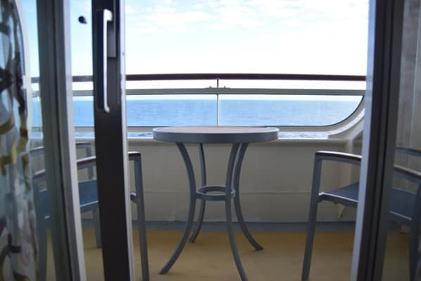 15_Balkon-Kabine-Kreuzfahrtschiff-Royal-Caribbean-Vision-of-the-Seas