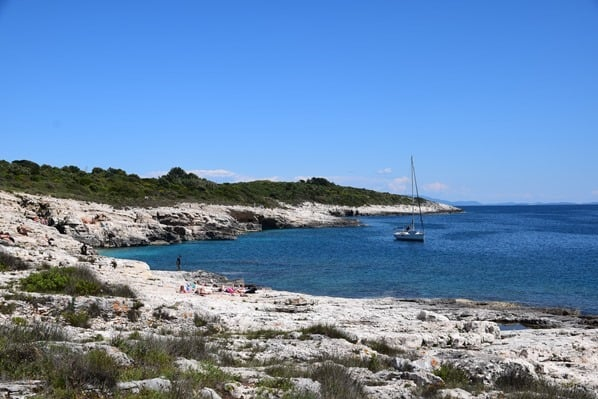 Naturpark Kap Kamenjak Bucht Segelboot Istrien Kroatien