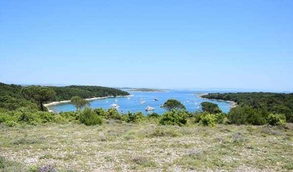 Naturpark Kap Kamenjak Bucht Segelboote Istrien Kroatien