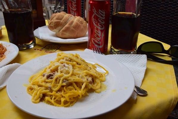 La Maddalena Sardinien Mittagessen Spaghetti Carbonara Coca Cola Italien