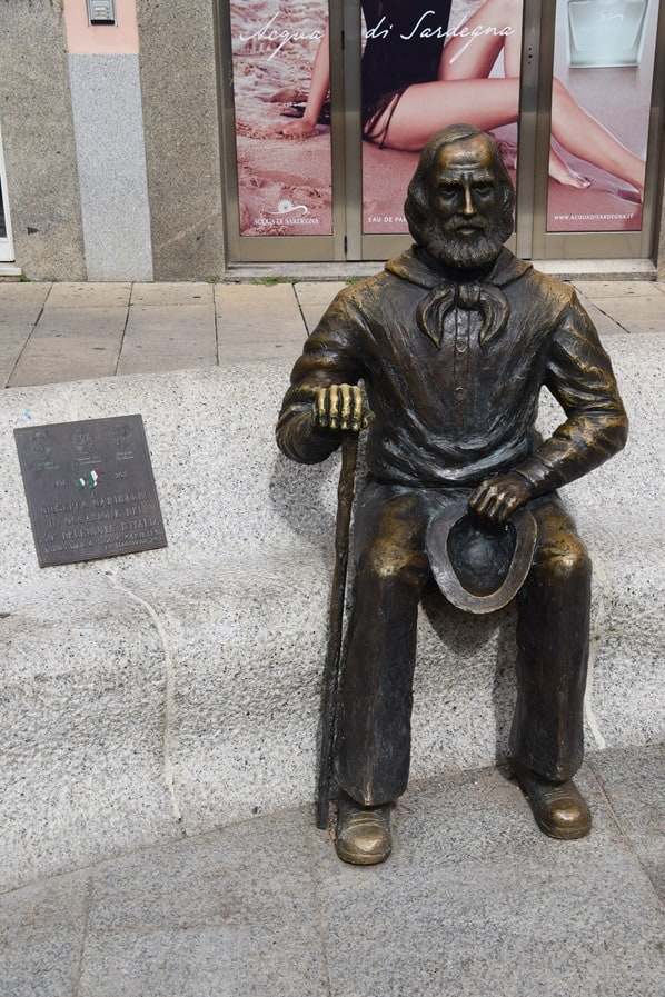 La Maddalena Sardinien Statue Giuseppe Garibaldi Italien