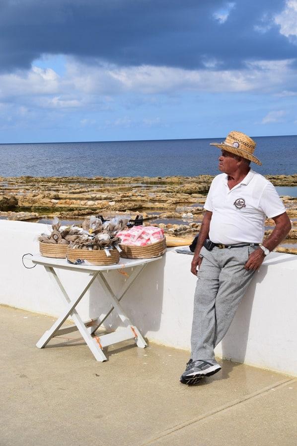 Gozo Malta Wandern Sehenswürdigkeiten Salzbauer xwejni salt pans Salzpfannen Salinen