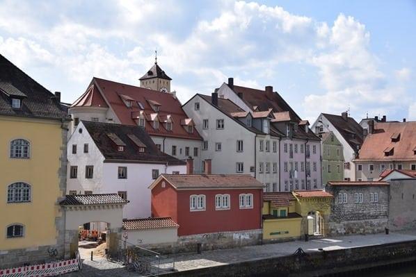 Regensburg Sehenswürdigkeiten Donauufer Steinerne Brücke Städtereise Bayern
